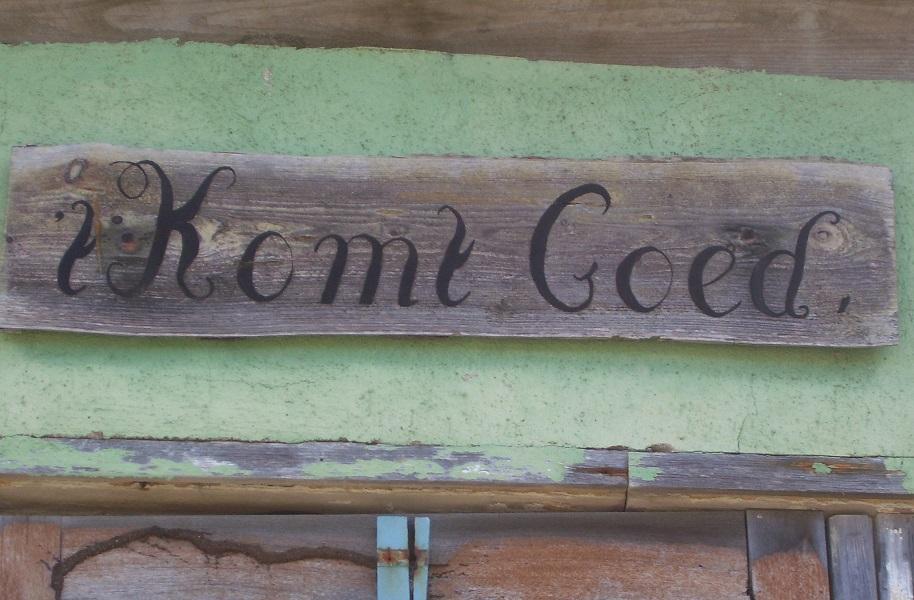 Bord met de tekst: het komt goed bij plantage Wacawa